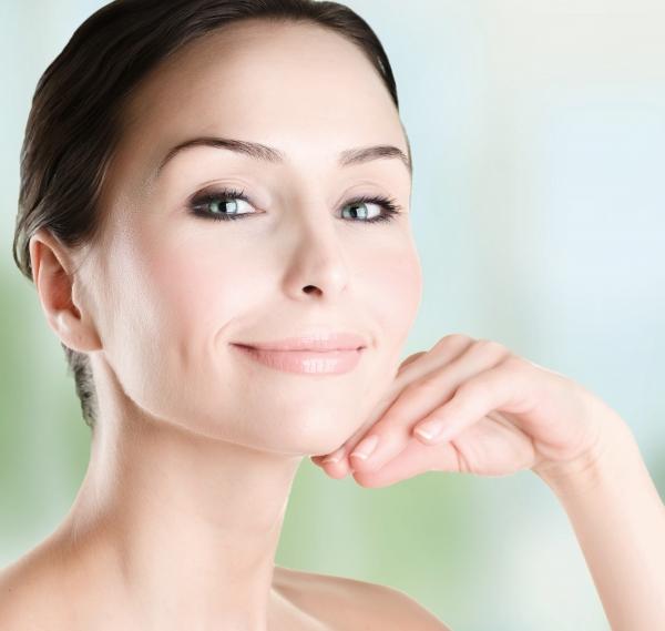 250 € Eliminación de arrugas en la zona superior del labio