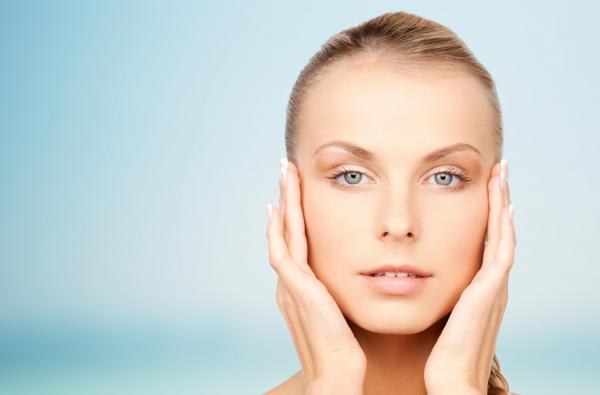 ¡Acido Hialurónico! Tratamiento facial Hialurox Anti-agin 59€