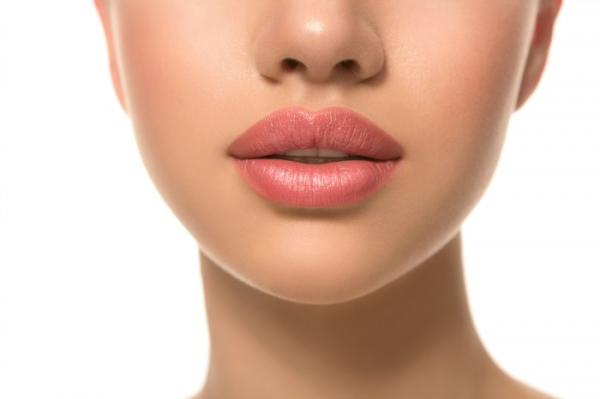 Aumento de labios con resultado duradero y natural 299 €